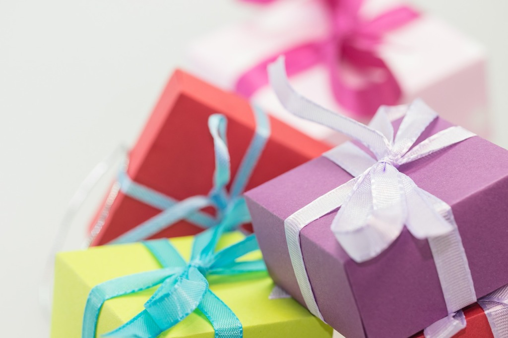 gifts-570821_1280